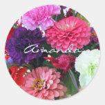 Claveles y flores del zinnia etiqueta redonda
