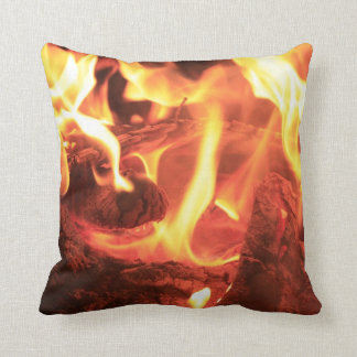 Clavo en el fuego almohada