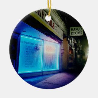 Clavos afortunados - azul fresco en la noche adorno navideño redondo de cerámica