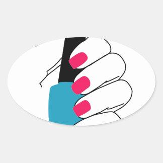 Clavos con un esmalte de uñas a disposición pegatina ovalada