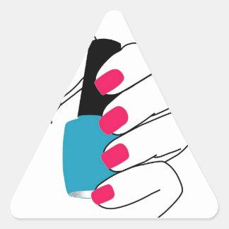 Clavos con un esmalte de uñas a disposición pegatina triangular