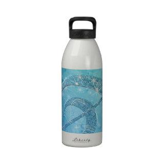 Clef agudo azul del efecto brillante reluciente he botellas de agua reutilizables