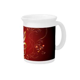 Clef de oro elegante con los elementos florales jarras de beber