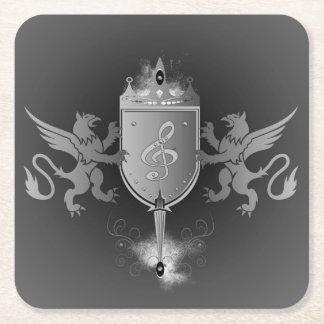 Clef en un escudo decorativo posavasos de cartón cuadrado