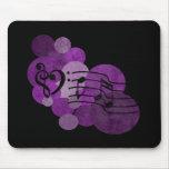 clefs de la música del corazón y lunares púrpuras tapete de raton