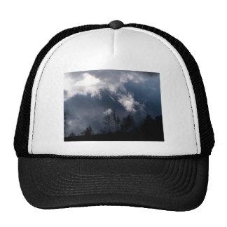 Clima tempestuoso - nubes oscuras gorras