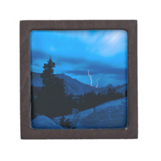 Clima tempestuoso Yosemite del cielo Cajas De Joyas De Calidad