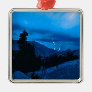 Clima tempestuoso Yosemite del cielo Ornamentos De Navidad