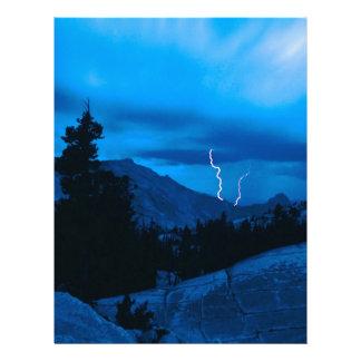 Clima tempestuoso Yosemite del cielo Plantilla De Membrete