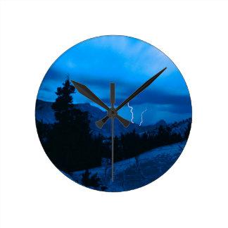 Clima tempestuoso Yosemite del cielo Relojes De Pared