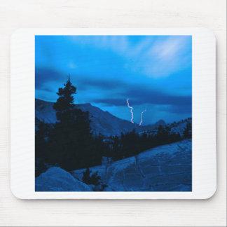 Clima tempestuoso Yosemite del cielo Alfombrillas De Ratón