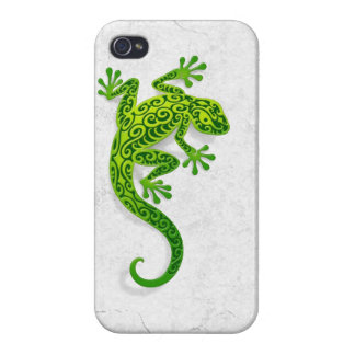 Climbing Green Gecko on a White Wall Cases For iPhone 4