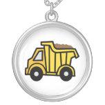 Clip art del dibujo animado con un camión volquete colgantes