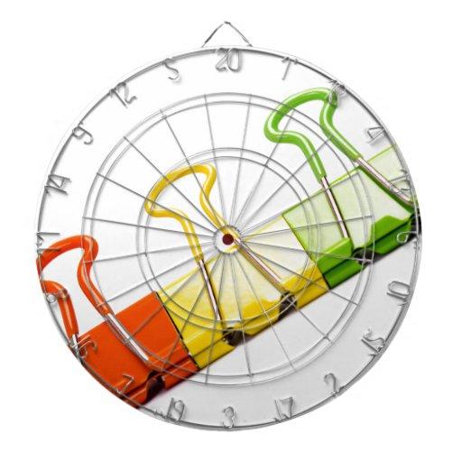clips coloridos de la diversión tablero dardos