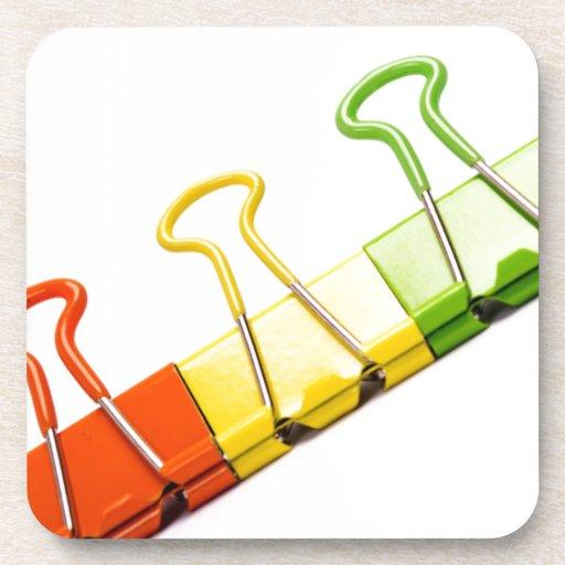 clips coloridos de la diversión posavasos