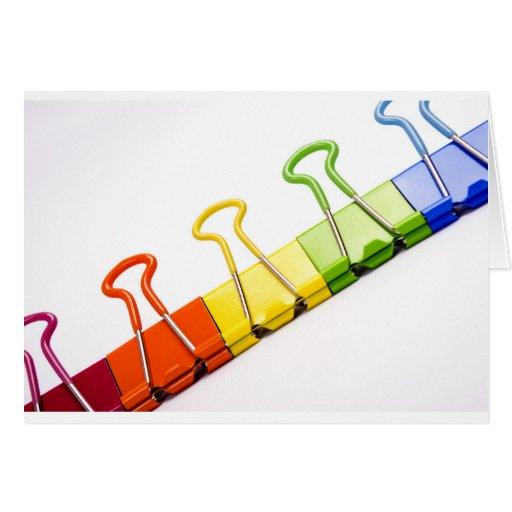 clips coloridos de la diversión tarjetón