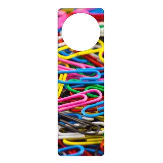 Clips de papel coloridos colgadores para puertas