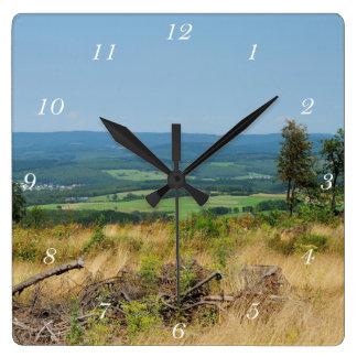 Clock winner country cold oak