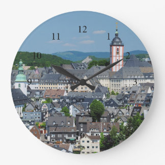 Clock with motive of the city opinion of victories