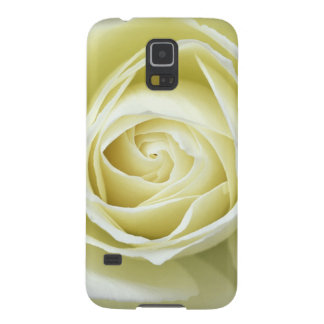Close up details of white rose galaxy s5 case
