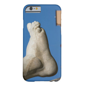 close-up of a foot on the Fontana dei Quatro Barely There iPhone 6 Case