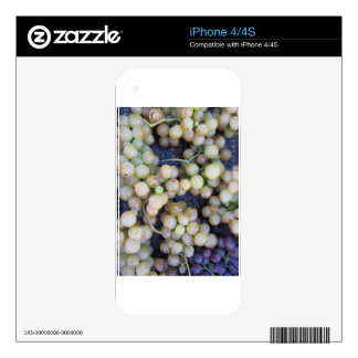 Close-up of ripe grapes in box skin for iPhone 4