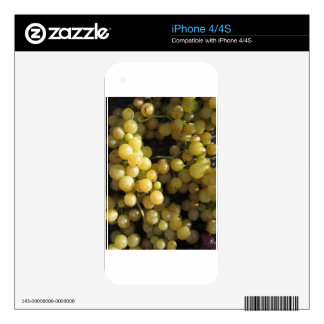 Close-up of ripe grapes in box skin for iPhone 4S