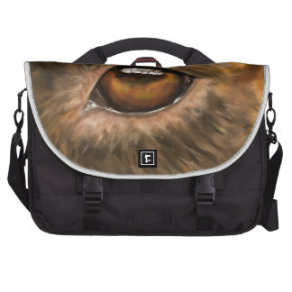 Close-Up Painting of Pit Bull's Eye Commuter Bag
