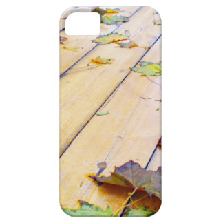 Close-up view on a wet green and yellow leaves of iPhone SE/5/5s case