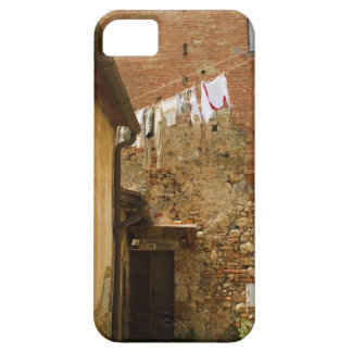 Clothes hanging to dry on a clothesline, iPhone SE/5/5s case