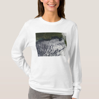 Cloud streets are visible T-Shirt