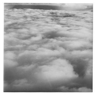 Cloudscape misterioso en la salida del sol azulejo cuadrado grande