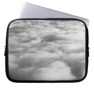 Cloudscape misterioso en la salida del sol mangas portátiles