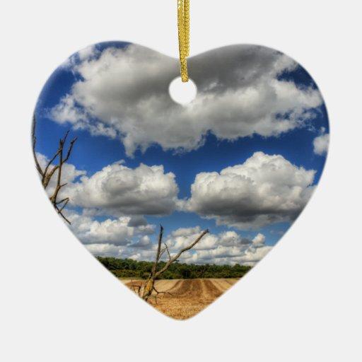 Cloudscape rural adorno de cerámica en forma de corazón