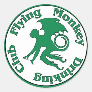 Club de consumición del mono del vuelo pegatina redonda