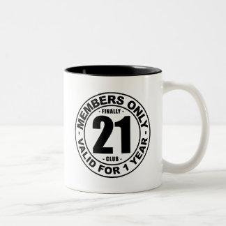 Club finalmente 21 taza de dos tonos
