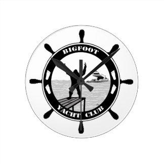 Club náutico de Bigfoot Relojes De Pared