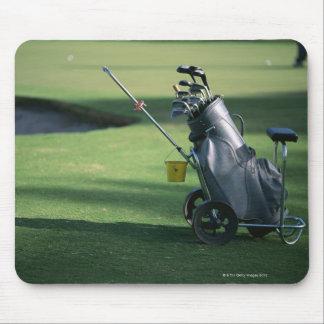 Clubs de golf y la bolsa de golf alfombrillas de ratones