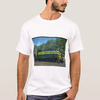 CNJ Alco RS-3 #1554, classic_Trains T-Shirt