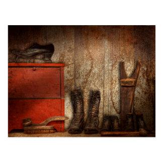 Cobbler - The shoe shiner 1900  Postcard