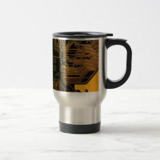 Cobre fresco y negro del ordenador de placa de cir taza de café