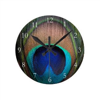 Cobre/trullo/pluma azul del pavo real reloj redondo mediano