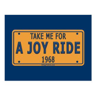 Coche 1968 del paseo de la alegría tarjeta postal