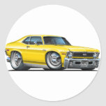 Coche amarillo de Chevy Nova Pegatina Redonda