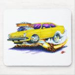Coche amarillo de Chevy Vega Tapete De Raton