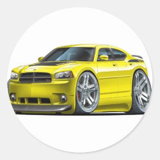 Coche amarillo de Daytona del cargador de Dodge Etiquetas Redondas