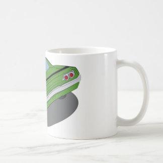 Coche americano verde del músculo taza de café