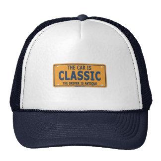 Coche antiguo de la obra clásica del conductor gorra