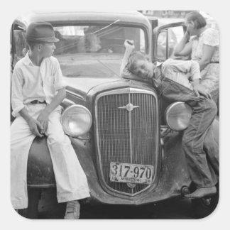 Coche antiguo familia de la Gran Depresión los a Calcomanía Cuadrada Personalizada