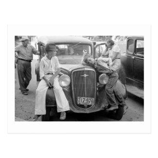 Coche antiguo, familia de la Gran Depresión, los Postal